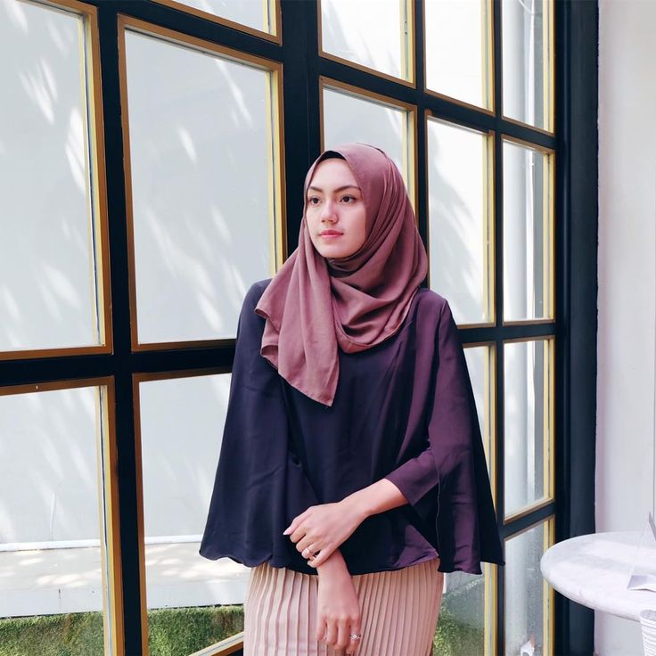 """4,886 Likes, 39 Comments - CINDY LEVINA CLEVINA (@cindylevinaa) on Instagram: """"Ngelamunin apasi.... - Top by @o2shophijab """""""