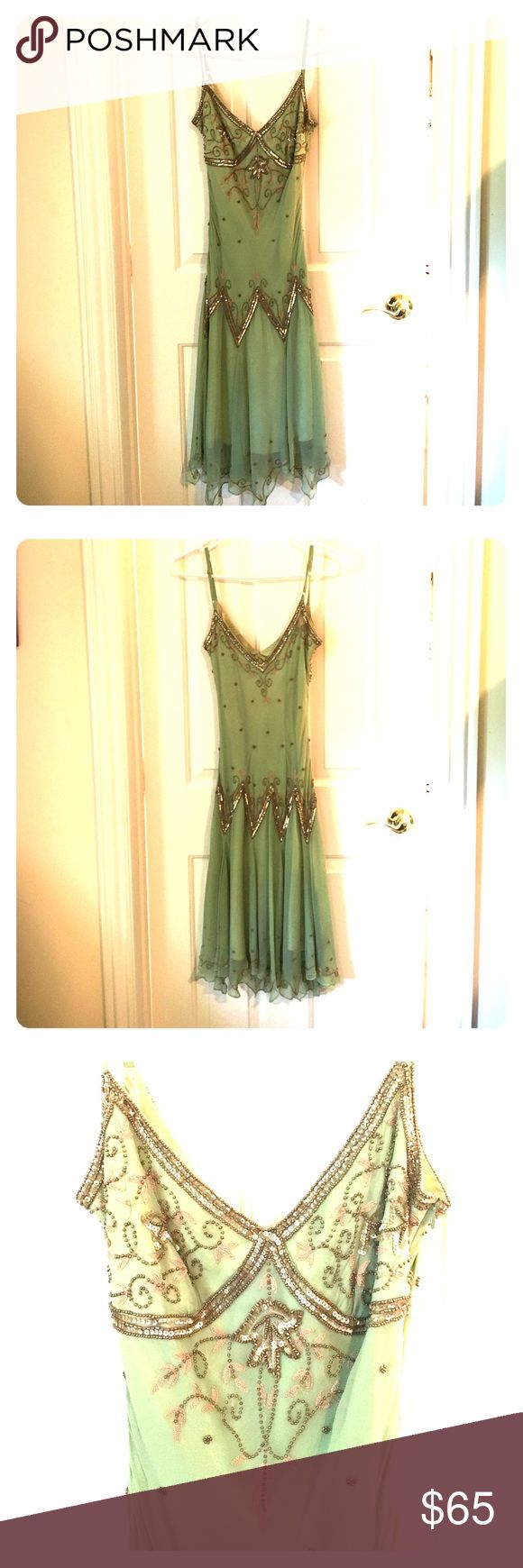 Adrianna Papell green and gold beaded dress Adrianna Papell 100% silk green and gold beaded dress. Intricately beaded and in excellent condition. Great for a prom! Size 2 petite Adrianna Papell Dresses Prom