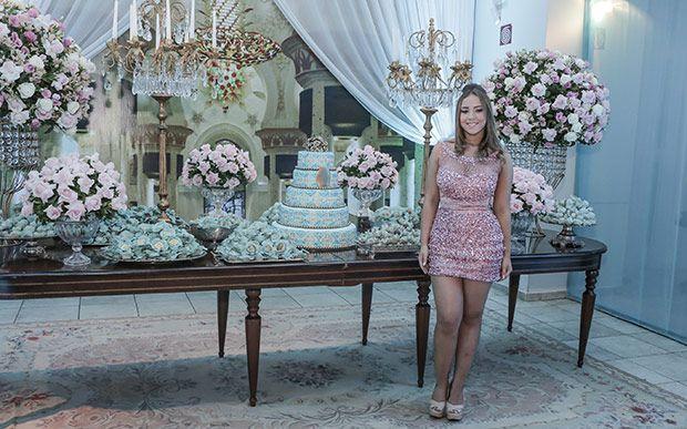 A Isabella Barbeiro, de São José do Rio Preto (SP), também queria uma festa inovadora e decidiu apostar no tema Uma Noite em Dubai. Todo o luxo e riqueza da  cidade dos Emirados Árabes Unidos foram incorporados à decoração do evento.
