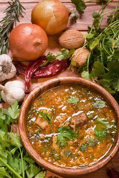 Суп харчо должен быть — густой, кислый, острый и пряный. Существует множество вариаций приготовления этого национального грузинского супа, но неизменной основой всегда выступает говядина, ткемали и грецкие орехи и рис. Особое место в грузинской кухне отведено ткемали — кисловатой подливе приготовленной из алычи и красного перца. Поэтому для остроты харчо достаточно этого соуса, но при […]