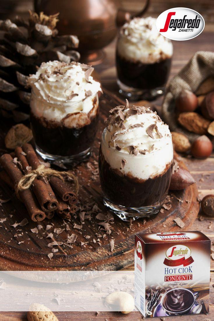 Weekendowo sięgamy po szoty czekoladowe z bitą śmietaną i kakao. Tym, którym przyda się dodatkowe pobudzenie proponujemy do gorącej czekolady dodać espresso.#Segafredo #SklepSegafredo #HotCiok #czekolada #hot #chocolade #espresso #weekend #dessert