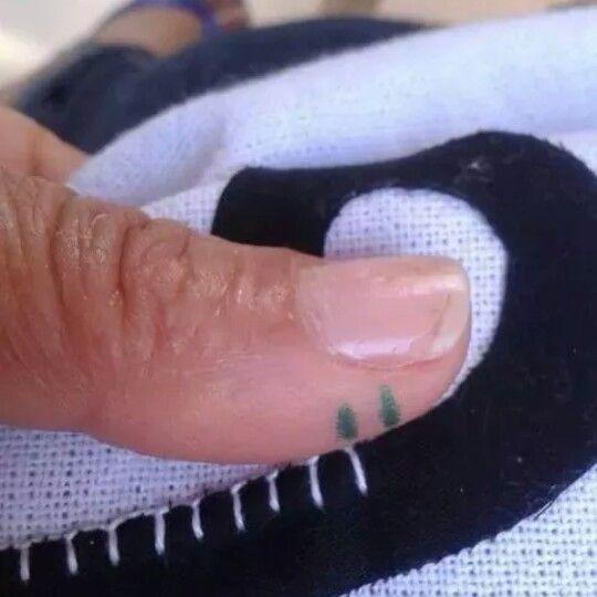 Tip om de festonsteek netjes met de hand te naaien.