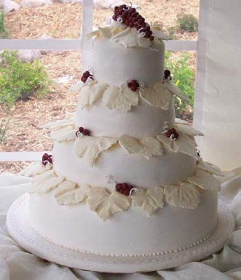 White Cake With Leaf Embellishments Berry Accents Artistic Cakes Cookies Kimberly WI