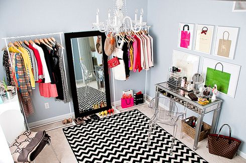 dressing room: Dreams Closet, Clothing Racks, Spare Rooms, Spare Bedrooms, Shops Bags, Dresses Rooms, Closet Rooms, Chevron Rugs, Extra Bedrooms