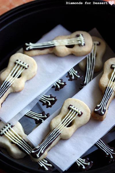 Ukulele Shortbread cookies.  These are so cute! Featured on Diamonds for Dessert.  8/25/2011 Ukulele Shortbread 2 by susannotsusie, via Flickr