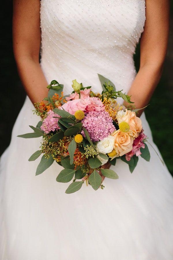 colorful botanical bouquet   photo by Lato Photography http://weddingwonderland.it/2016/04/perfetto-matrimonio-botanico.html