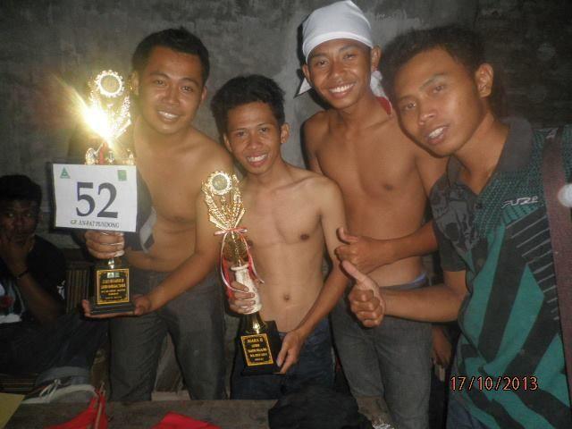 Dua piala - Juara Takbiran di dua tempat pada malam takbiran 2013 . Potrobayan juara