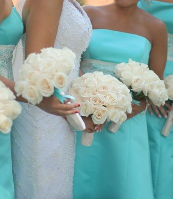 #Tiffany Blue strapless bridesmaid dresses and matching white rose bouquets. Looks so classy.