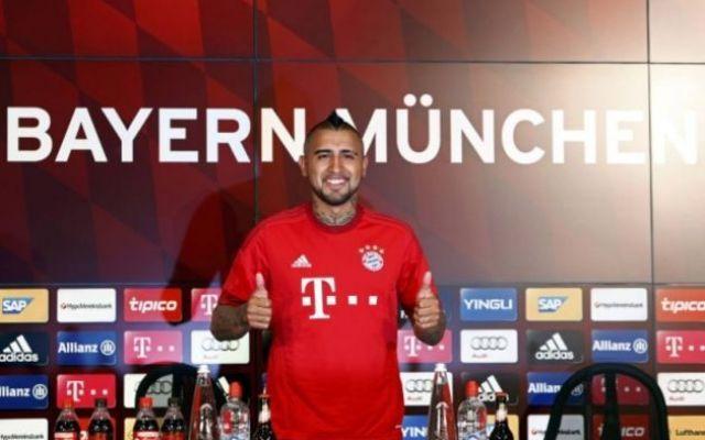 Vidal si presenta al Bayern ricordando il suo passato juventino La nuova avventura tedesca del centrocampista cileno di apre nel ricordo dei suoi 4 anni in bianconero. Vidal ha scelto il suo numero 23 e cercherà di non far rimpiangere l'addio di Bastian Schweinst #vidal #bayern #juventus