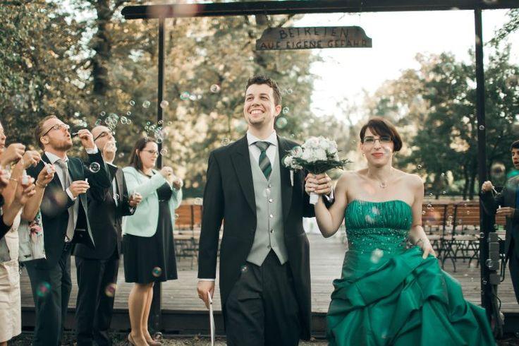 glücklichen Jungvermählten und Seifenblasenset - Blasen
