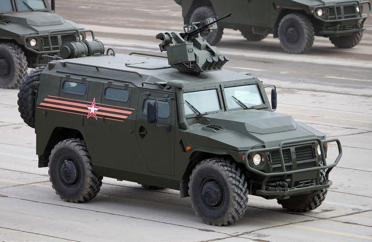"GORKOVSKY AVTOMOBILNY ZAVOD 233114 TIGR -M 4X4. O ""jeep"" a moda russa!"
