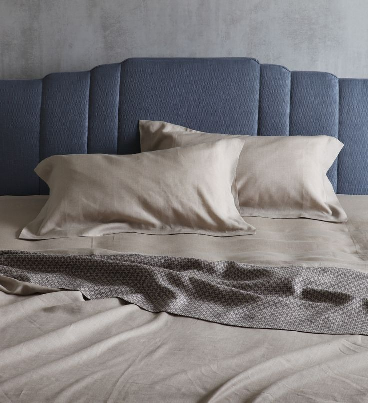 "Is the summer heat beginning to make itself felt and you need to stow away youur duvet? The Flou sheets have been waiting patiently for this to happen! [Double bed / Letto matrimoniale Operà by Flou - ""Piper"" Linen Set]#Piumino #beds #letti #homedecor #furnituredesign #bedroom #interiordesign #piumone"