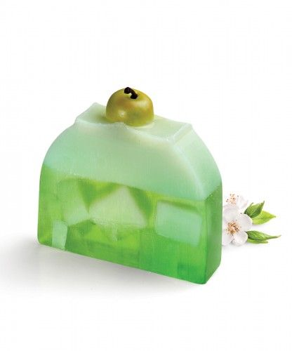Apple Dream creative soap Topped with decorative apples on a combination of yellow and green soap base gives that extra  finishing touch.  The crunchy, juicy and fresh apple aroma transports you into a green garden, surrounded with a mixture of fresh fruity scents of apple, pear and peach.  This apple soap cake gives an irresistible freshness that is unforgettable.