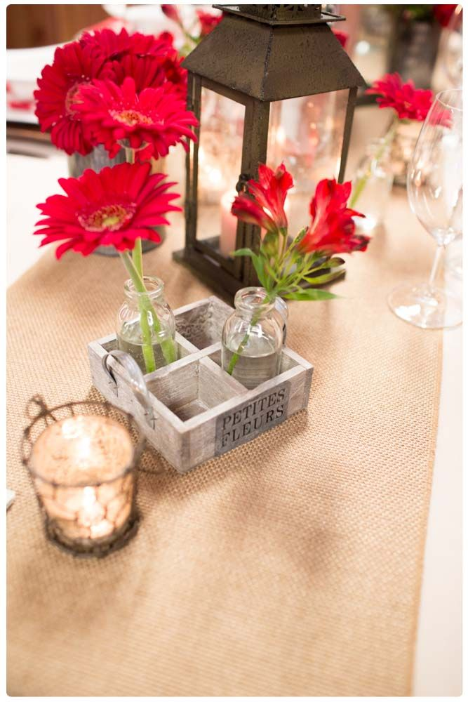 Summertime is here and that means delicious summer barbeques! If you are planning on hosting a summer barbeque this year, this table design is perfect!