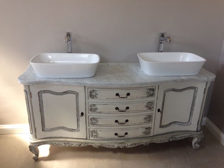 Double vanity with counter top basins