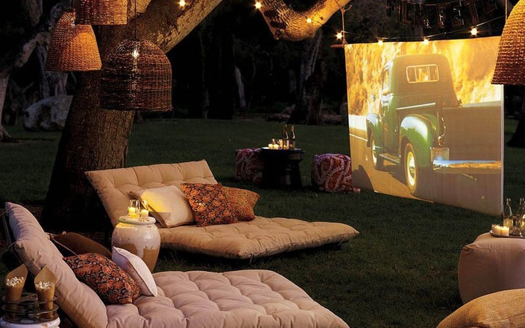 Backyard Home Theatre  (via Home Designing FB page )