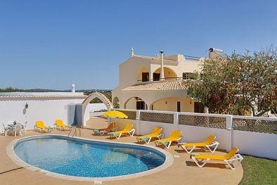 Casa Jomal Bij Albufeira, strand 4,5 km zwembad 5x10 met hek 2350 euro zaterdags