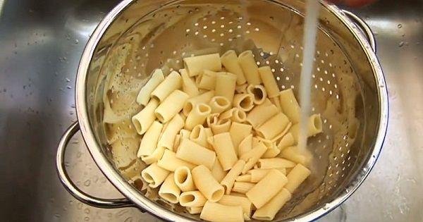 Aki szereti a kifőtt tésztát, annak mindenképpen ismernie kell ezeket a trükköket! Már csak azért is, mert az emberek többsége NEM is hallott ezekről… - Ketkes.com