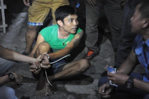 Edarkan Sabu Pria Bertato Ini Histeris saat Dibekuk Polisi