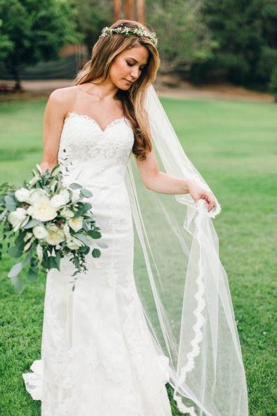 Pretty bride with a long veil (Justin Alexander wedding dress)