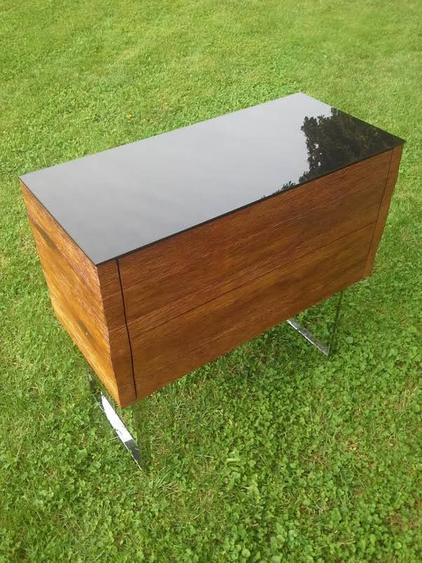 Kommode patina of solid oak with two drawers. The top plate of tempered black glass pedestal of polished stainless steel. https://www.facebook.com/312126875577386/photos/pcb.569848253138579/569696589820412/?type=1&theater