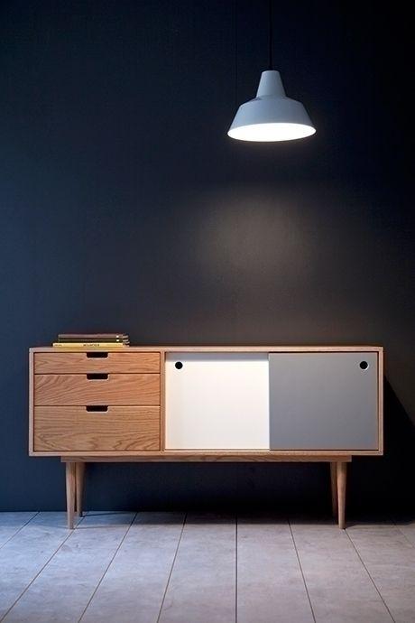 cette enfilade de style scandinave possède des courbes et un design inspirés des années 50, ce meuble est donc rétro et moderne à la fois.