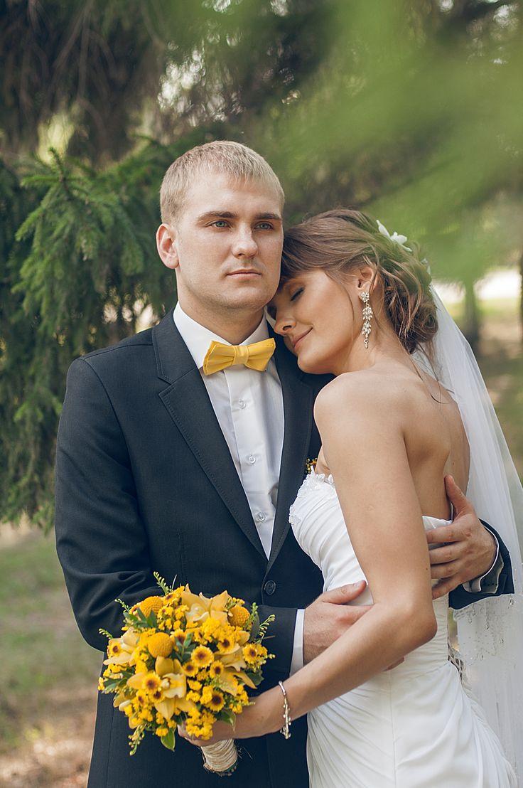 Свадьба. Любовь. Семья. Сладкая любовь. Желтая свадьба. Пчелки. Мед. Свадьба в лесу. Прогулка на природе.  Невеста. Жених. Интерьер на улице.