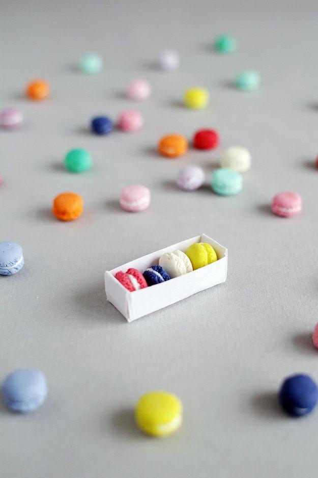 Faça alguns pingentes minúsculos de macarons para se transformarem em joias. | 35 projetos DIY absolutamente impressionantes