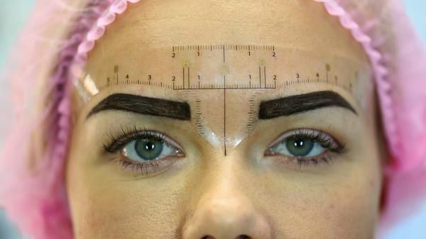 I designed this ruler to help you find the best measurements for clients brows of all shapes and sizes. I used the golden mean caliper measurements to show the