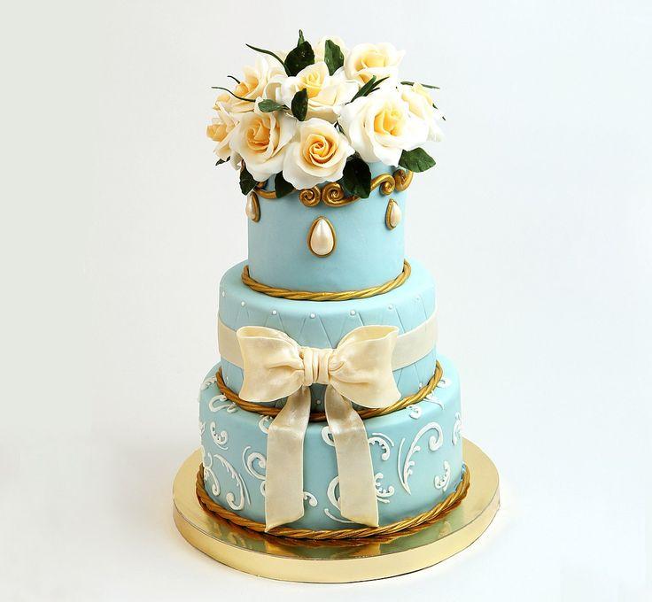 Каждая девушка с детства мечтает о свадьбе, о прекрасном белоснежном платье принцессы рядом с принцем своей мечты, и конечно о веселом торжестве, кульминацией которого станет удивительный торт 😍  Наша замечательная команда профессионалов с радостью изготовит самый сказочный и волшебный #свадебныйторт 👍 В тортик можно выбрать абсолютно любую из наших 18-ти начинок по вашему вкусу, но самое важное - это то, что мы заботимся о вас и ваших гостях и именно поэтому, все наши начинки…