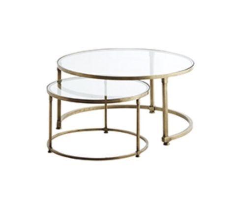 Soffbord i mässing och glas kommer i set om 2stycken, dvs ett litet och ett stort som visas på bild. Storlek: D70x35 cm / D:49x30cm. Beställningsvara. Levera