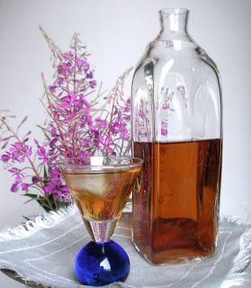 Meidän rentun likööri, aromaattista horsmalikööriä maitohorsman kukista, samalla reseptillä horsman kukinnoilla maustettu kesäsnapsi.