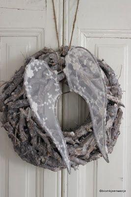 Blomkje en Wenje wreath and angel wings add angel wings to wreath/pinecone