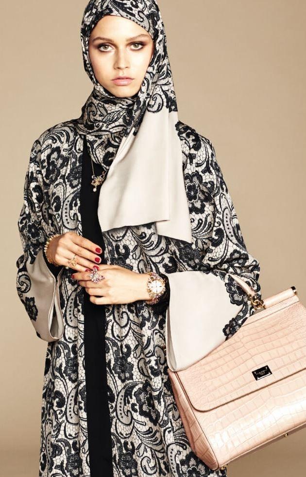 طرح دار الأزياء الإيطالي الشهير دولتشي آند غابانا Dolce Gabbana مؤخرا ولأول مرة مجموعة عبايات للمرأة الخليجية بتصاميم Abaya Fashion Fashion Islamic Fashion