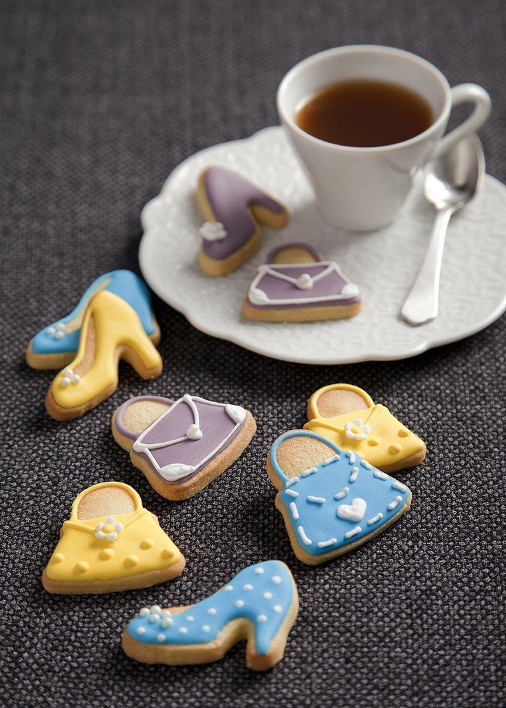 Biscotti glassati a forma di borsette e scarpe #biscotti  #cookies #idolcettidipaola #leitv