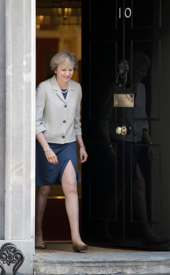 The Prime Minister's choice of a short skirt with a high split has been discussed by Twitter users
