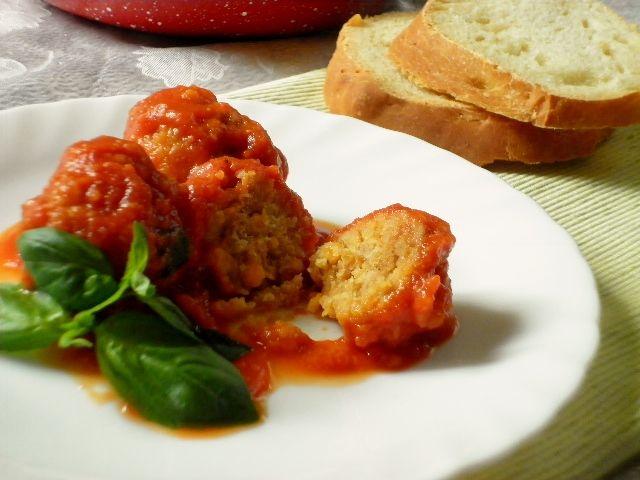 Polpette di lenticchie rosse al pomodoro, un gustoso secondo piatto vegetariano e vegano, ma anche un ottimo condimento per la pasta!