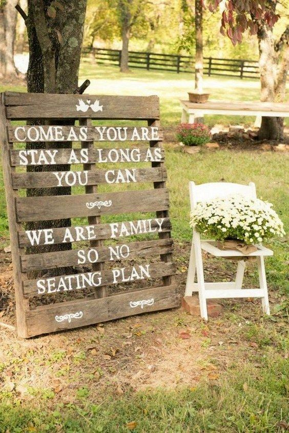 wood pallet wedding ideas / http://www.deerpearlflowers.com/country-rustic-wedding-ideas/