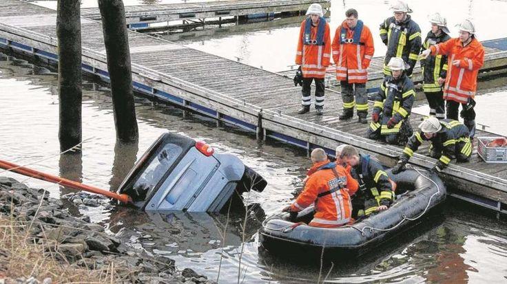 Das Hafen-Wunder von Winsen: Kleinkind aus sinkendem Auto gerettet http://www.bild.de/regional/hamburg/hamburg-aktuell/kleinkind-aus-smart-gerettet-39943606.bild.html