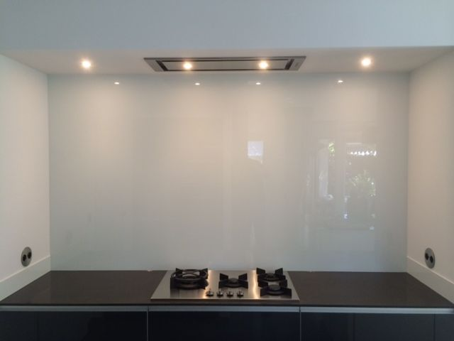 Glazen Achterwand Keuken Eindhoven : Glazen achterwand wit.