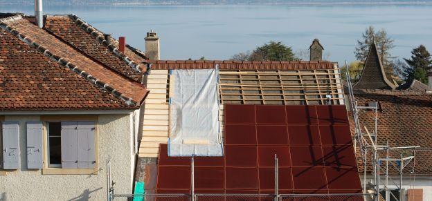 Des panneaux photovoltaïques couleur terre cuite à Corcelles, une première mondiale - Canton de Neuchâtel - Actualités - Arcinfo - site de L'Express, L'Impartial et de Canal Alpha