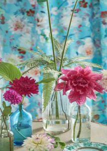 designers-guild-collectie-behang-kussens-gordijnen-bloemen-flora-fauna-plaids-kleurrijk-kleur-op-kleur-interieur-2017-500x700-23