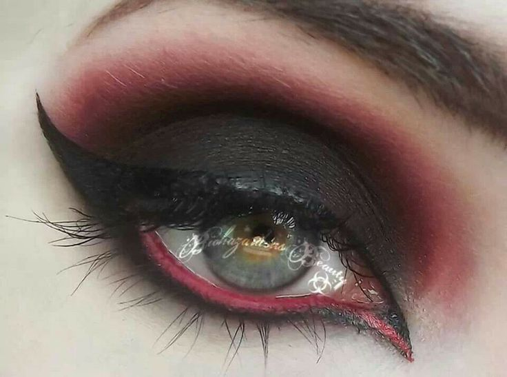 Red and black eyeshadow Awesome Makeup Ideas Pinterest - Red And Black Halloween Makeup