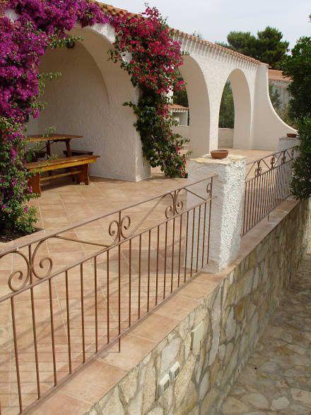 Villa in Sardegna: Case in stile in stile Mediterraneo di Fabio Carria