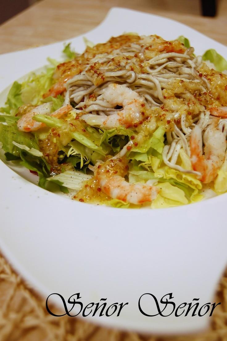 Ensalada templada de gulas y gambas con vinagreta de mostaza y ajo