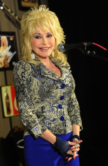 Dolly Parton Plastic Surgery in Moderation