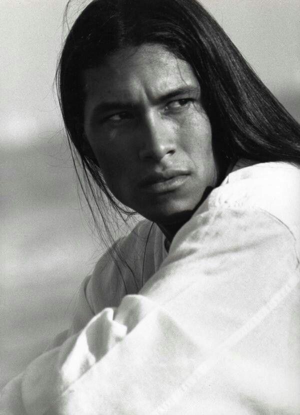 сатинового фото мужчин моделей индейцев рек