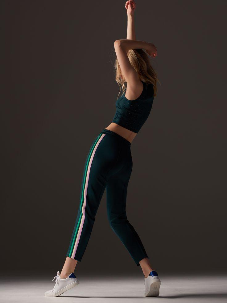 Cumpără astăzi online! Pantaloni cu dungă laterală, RESERVED, SV976-96X