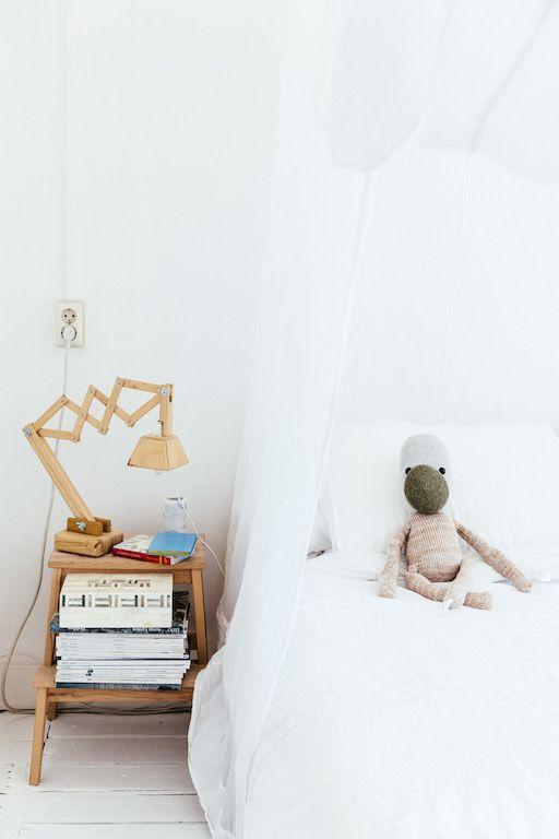 25 beste idee n over stijlvolle slaapkamer op pinterest west elm grijs bed en appartement - Moderne slaapkamer met kleedkamer ...