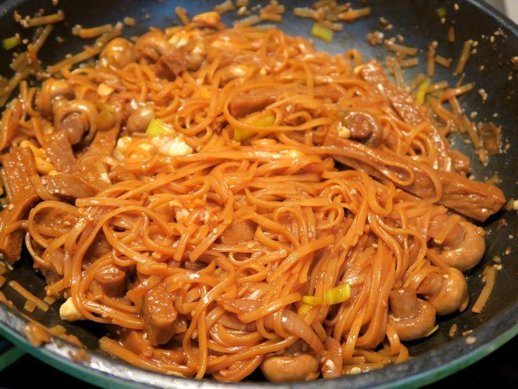 Smažené nudle s Robi a houbami / Stir fry noodles with Robi and mushrooms